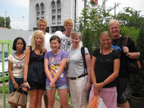 Sarang Galloway Bed & Breakfast: Guests - Abrahamson family with Anita