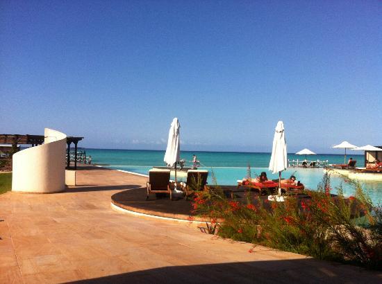 Essque Zalu Zanzibar: Piscine à débordement surplombant l'océan