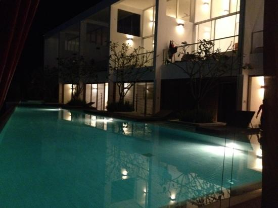 The Quarter Resort Phuket: hotel at night