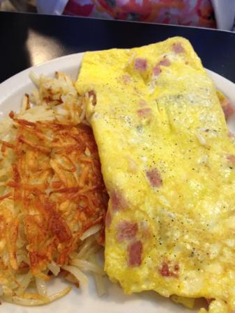 The Timbers Restaurant: Omelette and hash brown