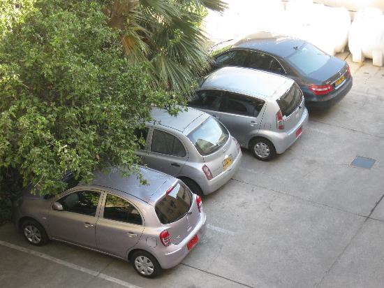 Petrou Bros Hotel Apartments: Hotel parking lot