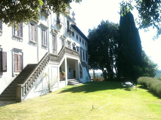 Frontansicht Villa Vistarenni