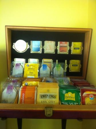 Maloni Hotel : great selection of tea with breakfast