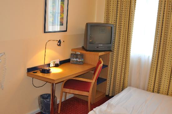 Holiday Inn Express Frankfurt-Airport: Hotel room