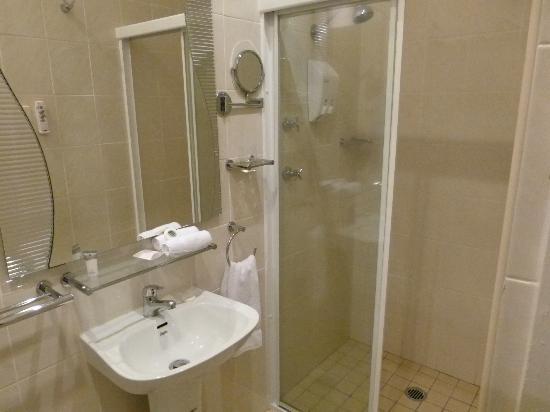 Quality Inn Country Plaza Queanbeyan: Bathroom