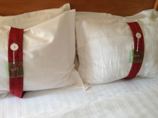 هوليداي إن داون تاون - إفريت: Pillow menu in room