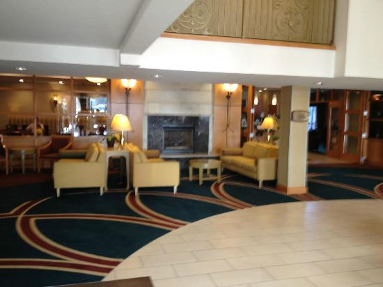 Holiday Inn Downtown Everett: Lobby