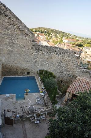 Le Posterlon: View of the pool and garden from upstairs window
