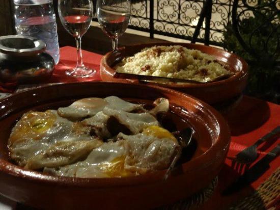 Les Jardins de Mouassine : Main course by Riad's cook