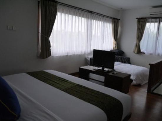 Kakiang Bungalows: カキアンスイートKAZE ロフト部分にはダブルベッドとソファーですが、ソファーをベッドメイクに変えてもらいました