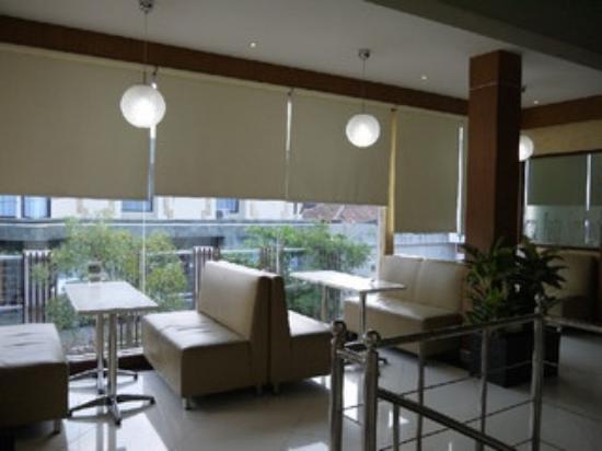 Kakiang Bungalows: カキアンベーカリー 2F店内席
