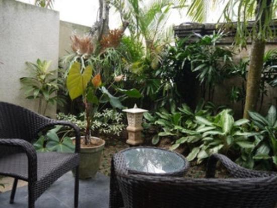 カキアン バンガローズ, プレミアルームKAZE お庭 とても可愛らしく作られています。もう少しで完成との事