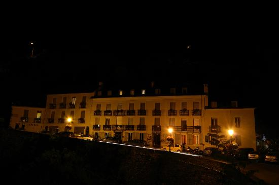 Hotel Ardiden : Hotel at night