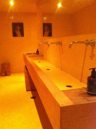 Ξενοδοχείο Άμμος: toilet