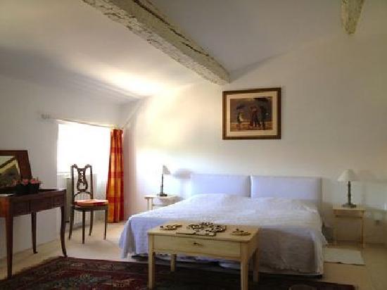 Domaine de Maran: The Tower Room