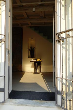 La Casa Dei Limoni: View into front door