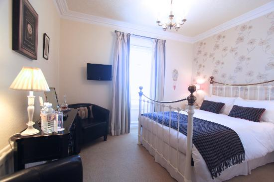 Aln House: Room 4 First Floor Double bedded Room en suite with Shower