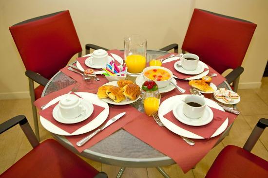 Villa Carnot: La petit déjeuner en groupe