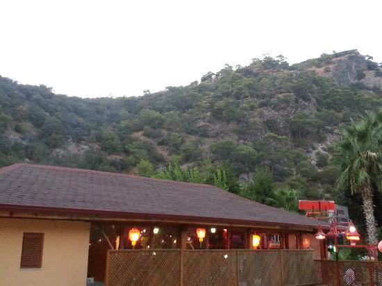 Belcehan Beach Hotel: mountain views from room