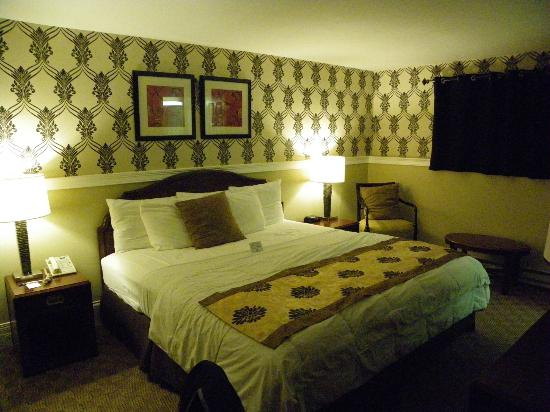 Rodeway Inn Logan International Airport: Chambre en souplex