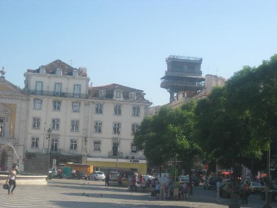 Rossio Hostel: A picture I took in the square the hostel is situated in.