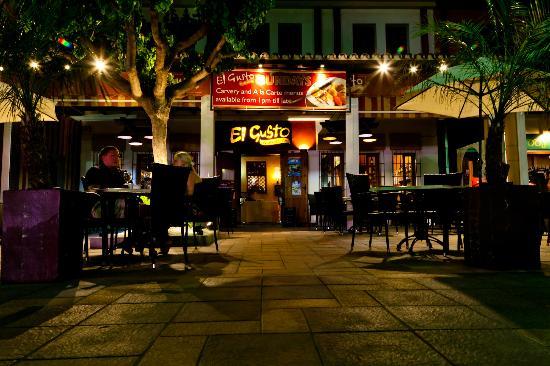 El Gusto: The restaurant at night