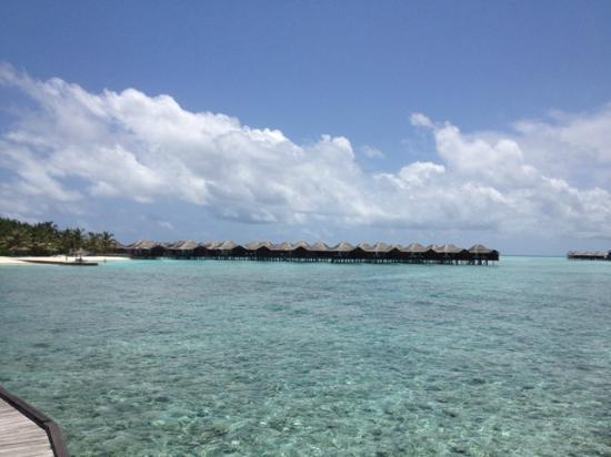 Anantara VeliMaldivesResort: Luxurious over water bungalows