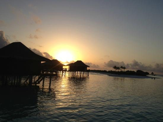 Anantara VeliMaldivesResort: Romantic sunset