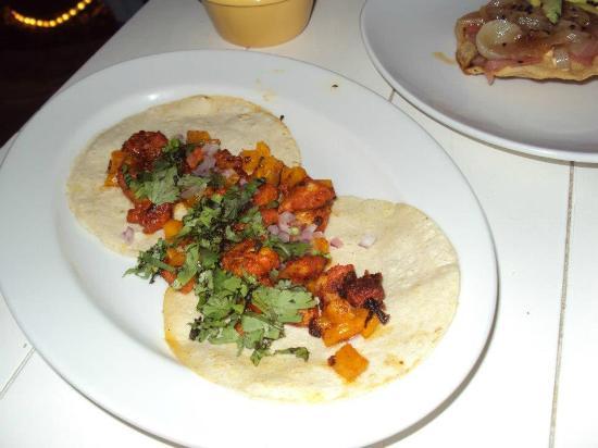 La Sirena Mar y Barrio: Tacos de camarón