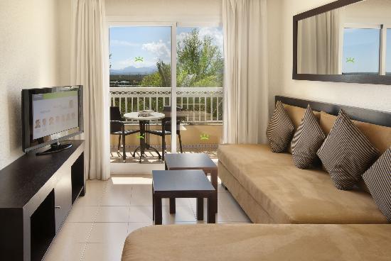 Prinsotel La Dorada: Apartment's Livingroom