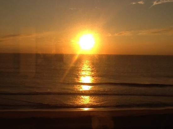 Ocean Sands Resort: sunrise@virginia beach, va