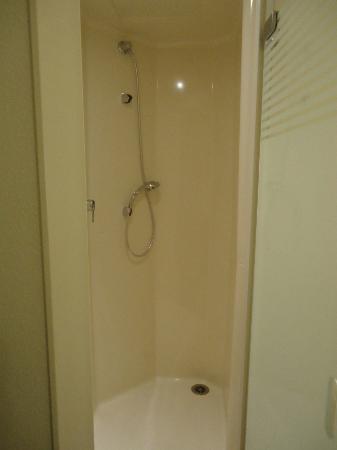 ibis budget Paris Porte de Montmartre: Baño dormitorio