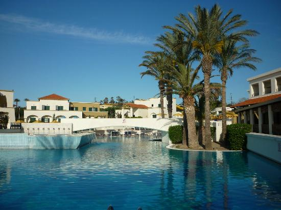 Mitsis Rodos Maris Resort & Spa: vue sur la piscine