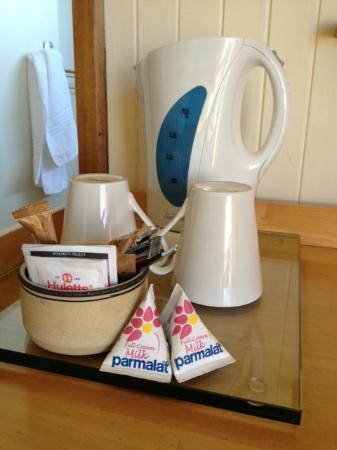 Graskop Hotel: Il bollitore di cortesia con té, caffé e latte Parmalat!