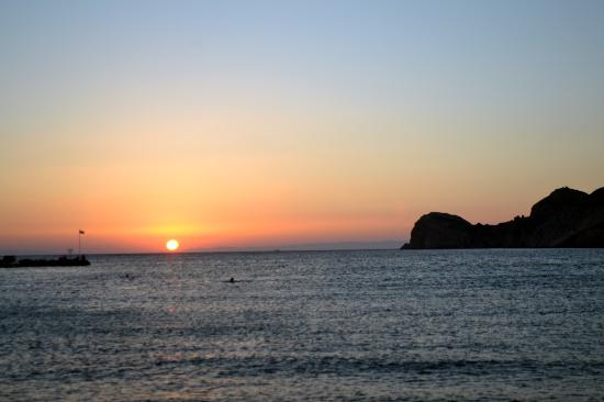 Dolphin Bay Family Beach Resort: Dolphin Bay Galissas beach Sunset
