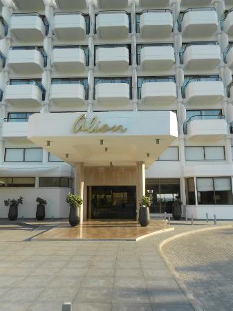 Alion Beach Hotel: The front of the Alion