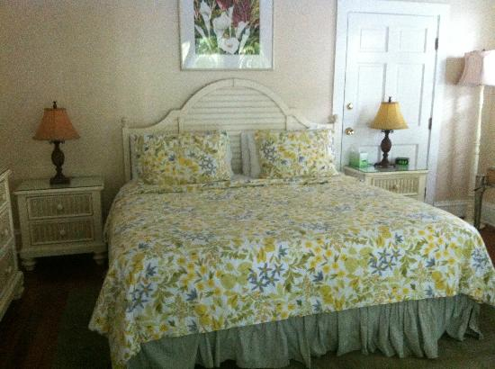 Ambrosia Key West Tropical Lodging: Beds are big and very comfy