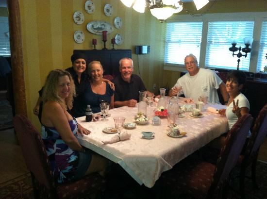 Nature Coast Inn: Breakfast with Wendy, Joli, Nan, Randy, Steve and Kathy