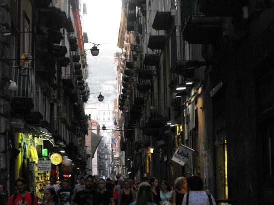 Decumani di Napoli: DECUMANO INFERIORE-Via B: Croce