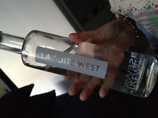 La Suite West: fresh water dropped to room
