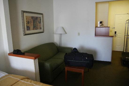 "Comfort Suites Normal Bloomington: la partie ""suite"" de la chambre"