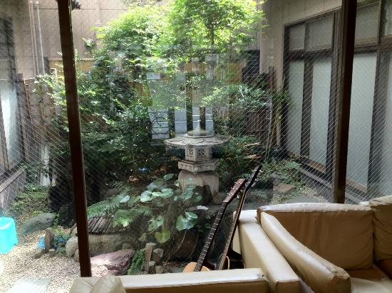 Juyoh Hotel: Little garden inside. Can be used for smoking.