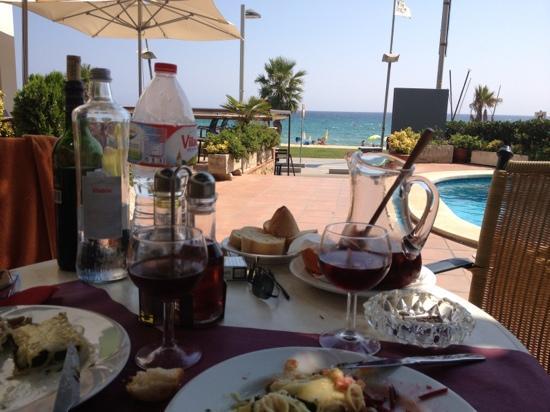 Hotel Reimar: déjeuner en terrasse.