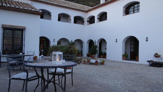 Hotel La Fuente del Sol: HOTEL COURTYARD