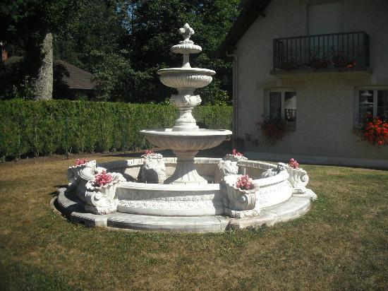 Les Chambres du Lac : La fontaine des Chambres du lac