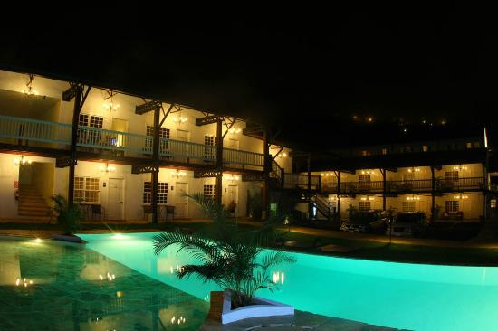 Hotel Luisiana: pool night view