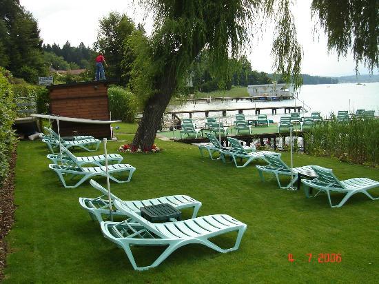 Flairhotel am Wörthersee: Liegewiese vom Flairhotel