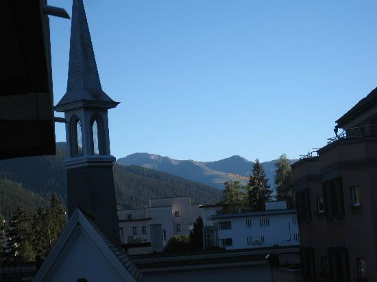 Central Sporthotel Davos: Side view from balcony on 5th floor