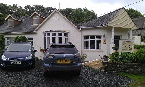 Rosedene Guest House: Ample parking for over 4 Vehicles