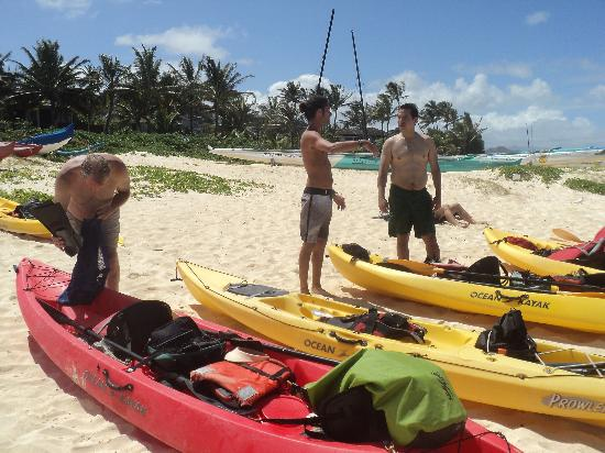 Mokulua Kayak Guides: Getting ready to go.